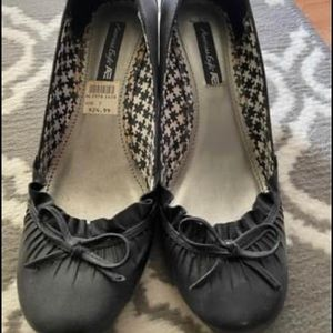 Woman's Black Wedge Flats